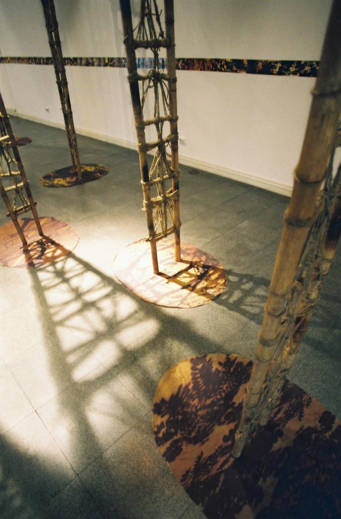 Within the room – Phía trong bức tường – 2005
